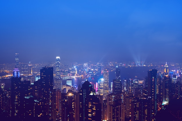 Horizon de hong kong dans la nuit. Photo Premium