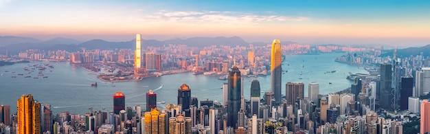 Horizon urbain et paysage architectural de nuit à hong kong Photo Premium
