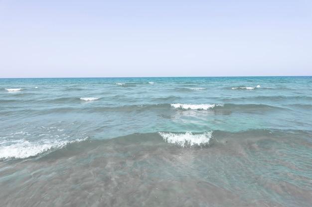 Horizon des vagues de la mer à long coup Photo gratuit