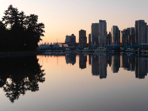 Horizon de ville de vancouver, colombie-britannique, canada Photo Premium