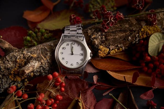 Horloge en l'absence d'une minute pour commencer la nouvelle année 2019 Photo Premium