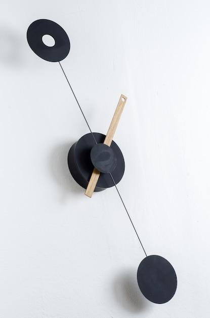 Horloge moderne sur un mur Photo gratuit