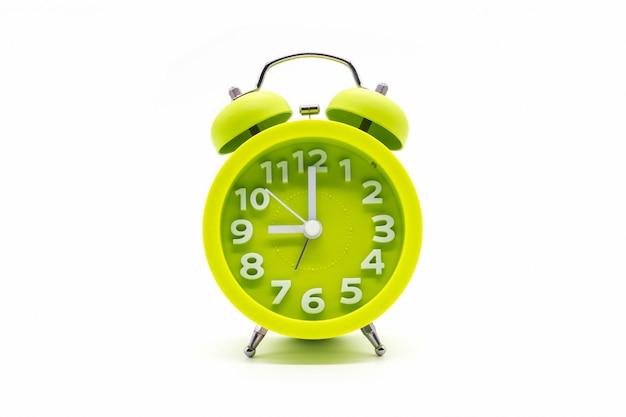 Horloge verte sur blanc Photo Premium