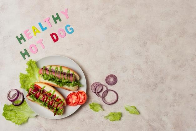 Hot-dog végétarien vue de dessus avec copie-espace Photo gratuit
