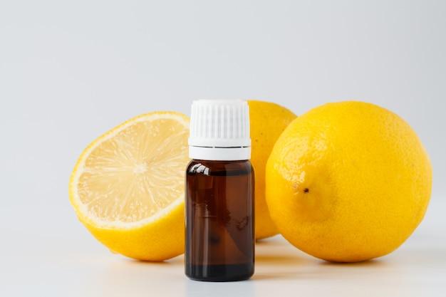 Huile Essentielle De Citron. Traitement De Beauté Photo Premium