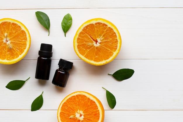 Huile essentielle d'orange avec agrumes orange frais Photo Premium