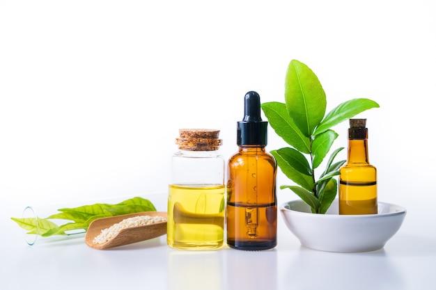 Huile D'herbe Naturelle Pour L'aromathérapie, Médecine Alternative Pour La Santé Et Le Bien-être Photo Premium