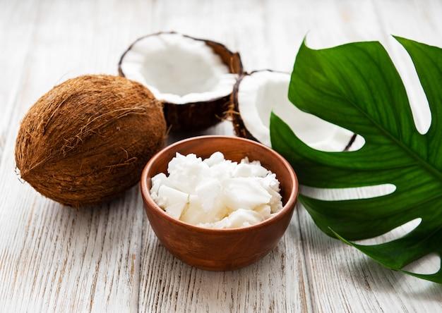 Huile de noix de coco fraîche Photo Premium
