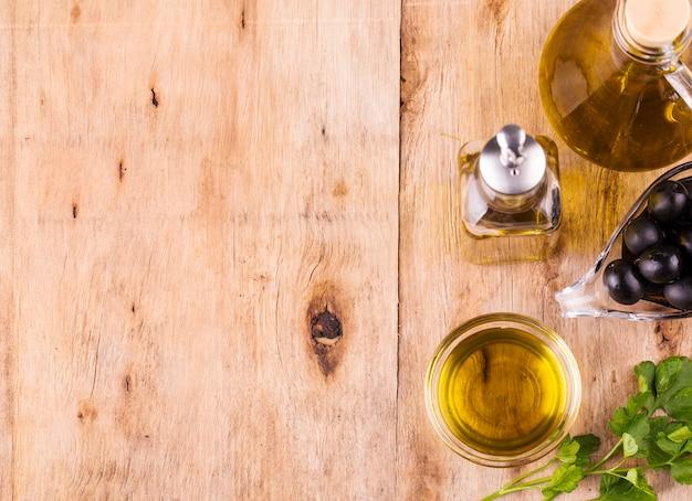 Huile d'olive, bouteille d'huile d'olive vierge Photo Premium