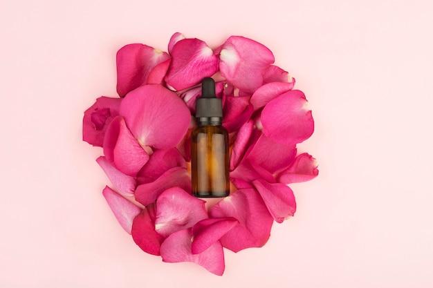 Huile De Rose Dans Une Bouteille Avec Une Pipette Photo Premium