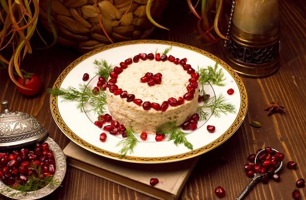 Humus arabe oriental, nourriture turque avec des graines de grenade. Photo gratuit