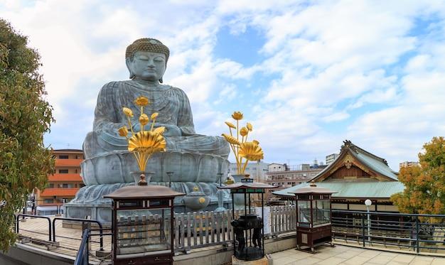 Hyogo Daibutsu Est Une Statue De Bouddha Géante Dans Le Temple Nofukuji à Kobe Photo Premium