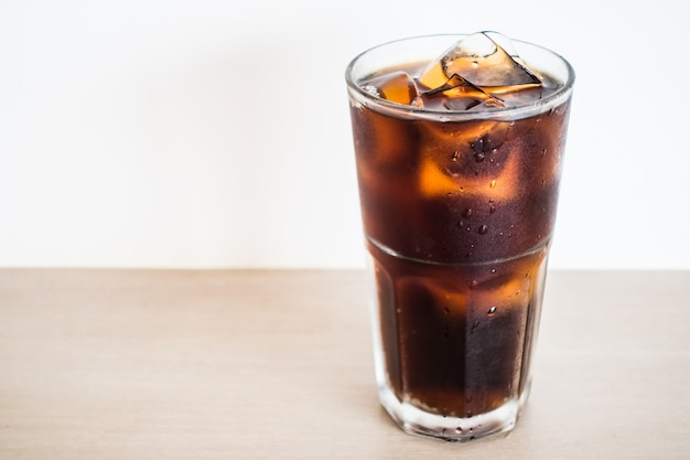 Iced verre de cola Photo gratuit