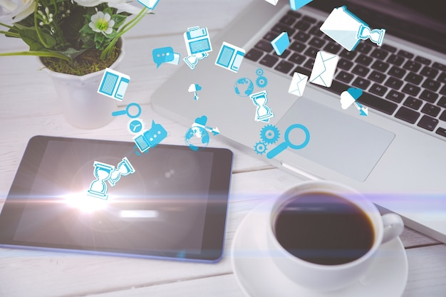 Les icônes flottantes avec des dispositifs technologiques de fond Photo gratuit