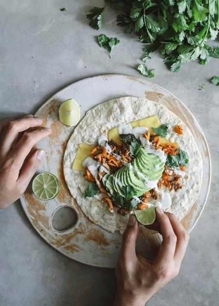 Idée de recette de photographie de nourriture de quesadilla aux champignons maison Photo Premium