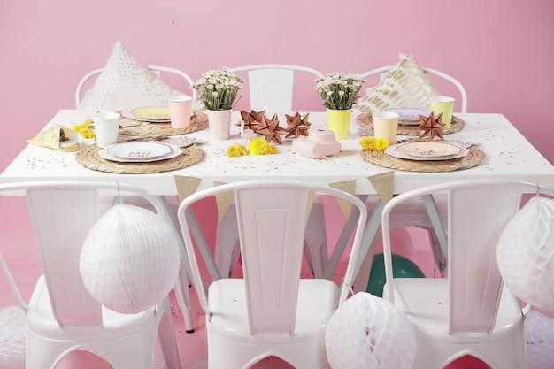 Idées De Décoration De Table Pour La Fête D'anniversaire Rose Photo Premium