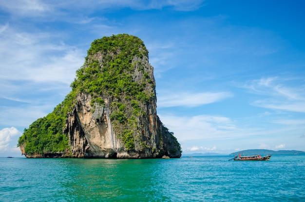 Île en mer Photo Premium