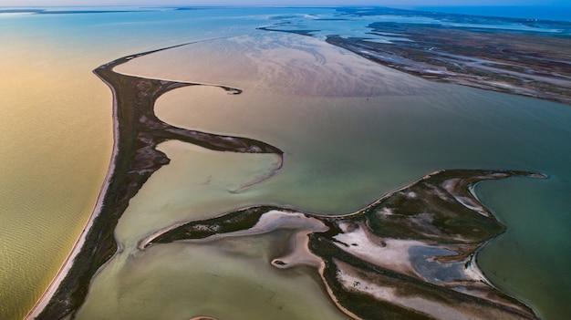 Îles Inhabituelles Sur Le Lac Sivash Photo Premium
