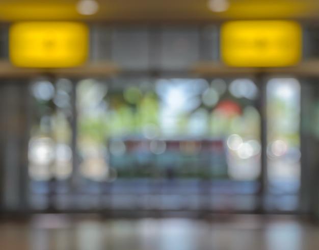 Image floue du fond de la porte du bâtiment de bureau, aéroport, hôpital ou centre commercial Photo Premium