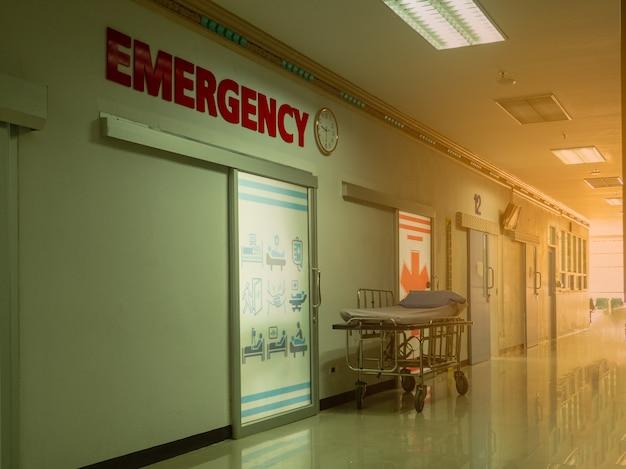 Image floue de l'entrée de la salle d'urgence Photo Premium