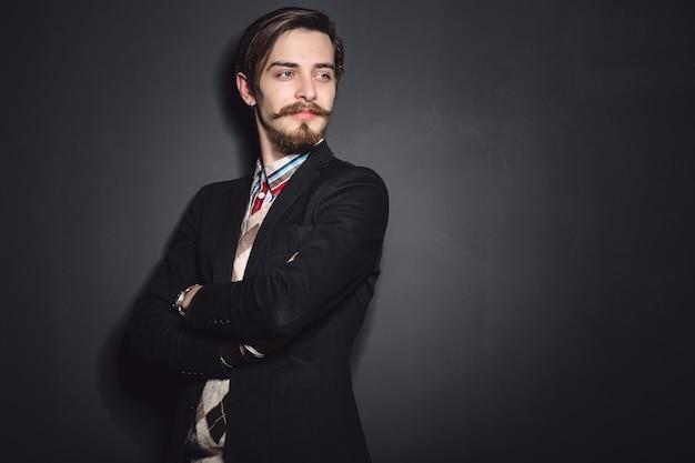 Image d'un jeune homme élégant Photo gratuit