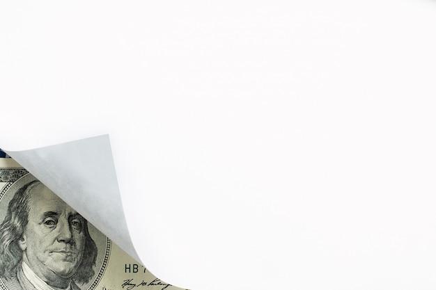 Une image de papier curl et billet de cent dollars Photo Premium
