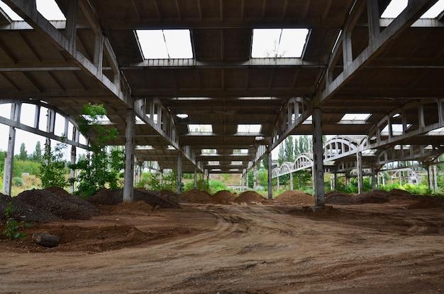 Image de paysage d'un hangar industriel abandonné Photo Premium