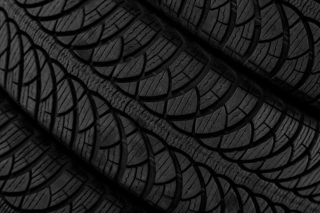 Image d'un protecteur sur un pneu noir Photo Premium