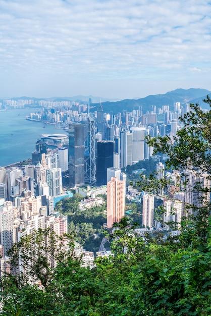 Images colorées dans des immeubles de bureaux modernes au centre-ville de hong kong Photo Premium