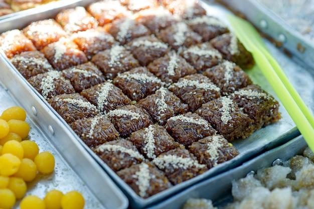 Des images de dessert qui sont un délicieux concept de snack avec espace de copie Photo Premium