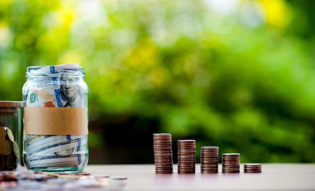 Images en gros plan de billets en argent et en dollars Photo Premium