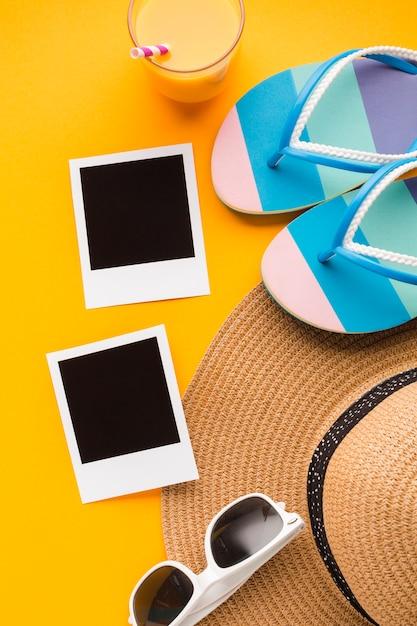 Images polaroid à plat avec concept de plage Photo gratuit