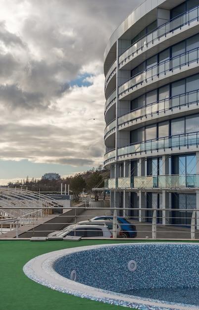 Immeuble en bord de mer à odessa, ukraine Photo Premium
