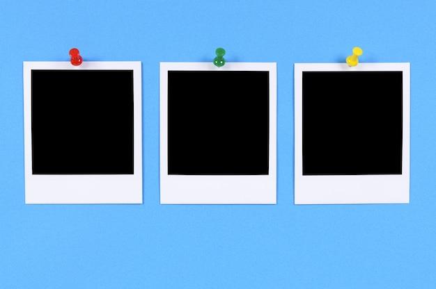 Impressions photo vierges avec fond bleu Photo Premium