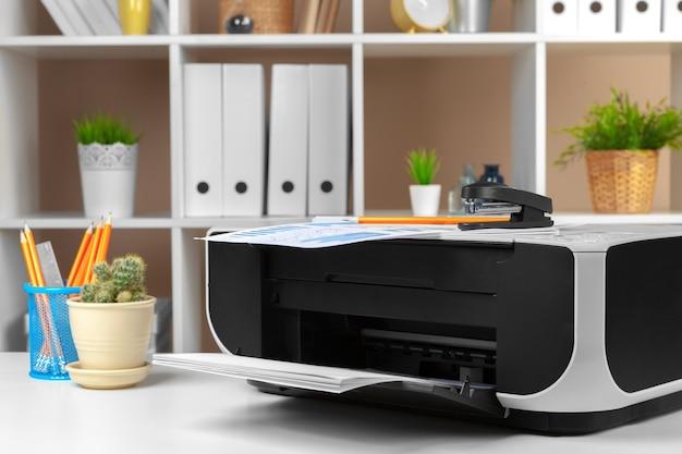 Imprimante, Copieur, Scanner Au Bureau. Lieu De Travail. Photo Premium