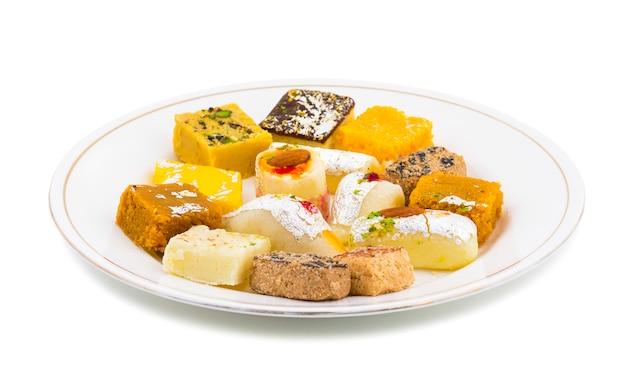 Indien délicieux mélange sweet food Photo Premium