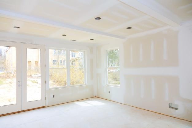 L'industrie Du Bâtiment De Construction Nouvelle Construction De Maison Ruban De Cloison Sèche Intérieure Une Nouvelle Maison Avant L'installation Photo Premium
