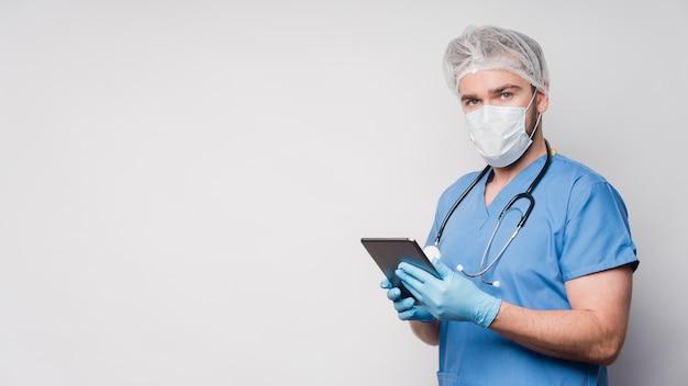Infirmière, Vue Frontale, Tenue, Tablette, à, Espace Copie Photo gratuit