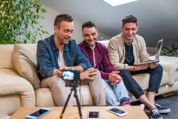 Influenceurs Vlogging à Domicile Photo Premium