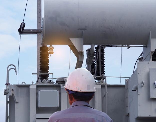 Ingénieur en électricité centrale électrique Photo Premium
