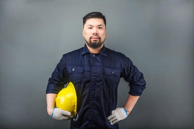 Un Ingénieur était Sur Un Gris. Photo Premium