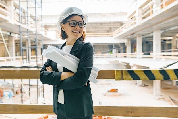 Ingénieur Femelle Mature Sur Chantier Photo Premium