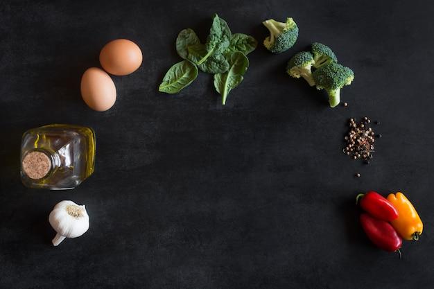 Ingrédients crus pour omelette Photo Premium