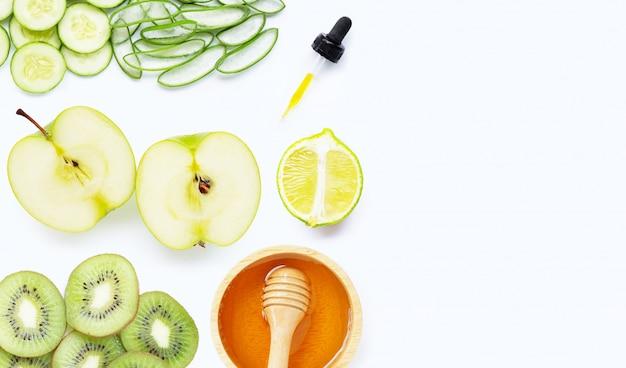 Ingrédients naturels pour les soins de la peau faits maison avec fond Photo Premium