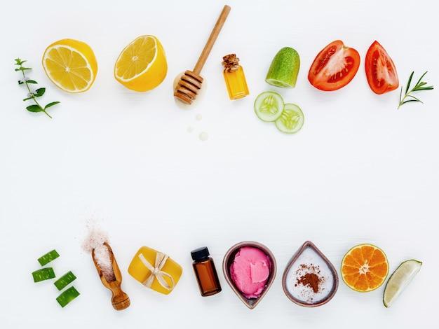 Ingrédients naturels de soins de la peau à base de plantes et fond de préparation de traitement du visage. Photo Premium