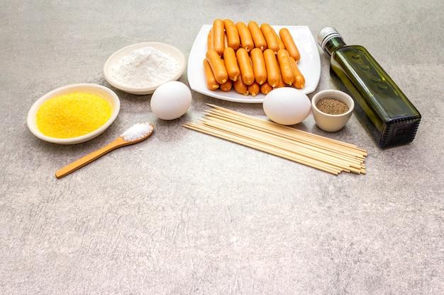 Ingrédients Pour Chiens De Maïs Photo Premium