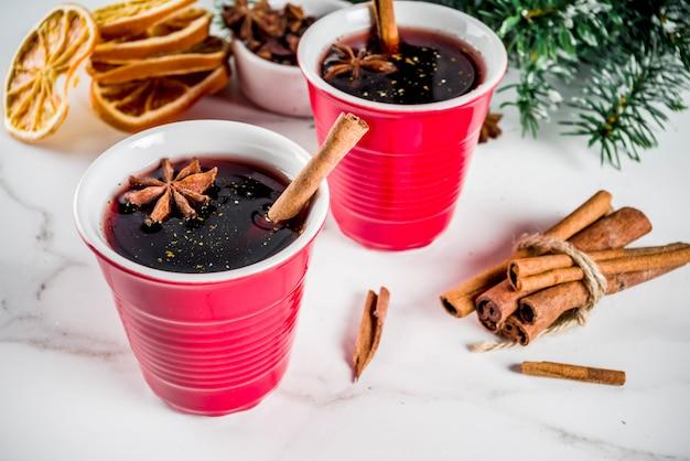 Ingrédients pour cocktail de vin chaud aux épices Photo Premium