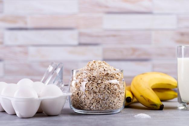 Ingrédients Pour Crêpes D'avoine à La Banane Photo Premium