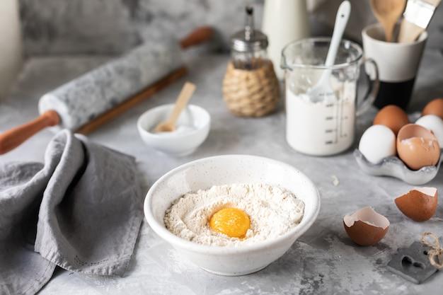 Ingrédients Pour La Cuisson De Crêpes, Muffins, Gâteaux Photo Premium