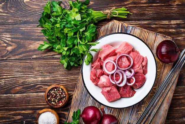 Ingrédients pour la cuisson du shish kebab ou du shashlik Photo Premium